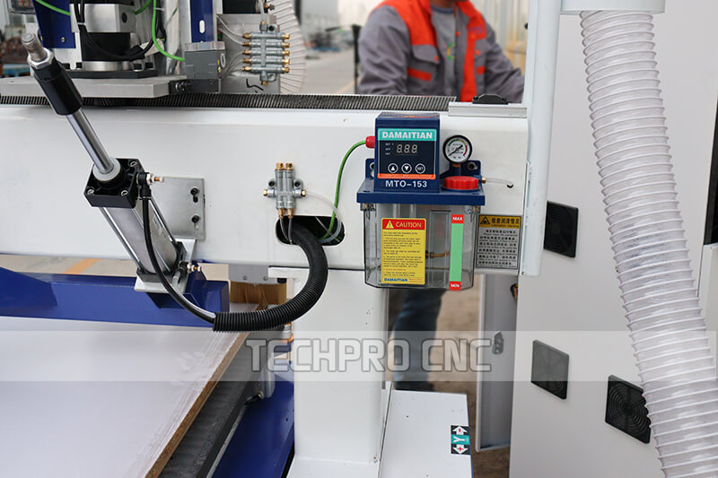 Lubrication for guid rail of machine